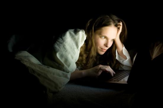 night-browsing-internet-us